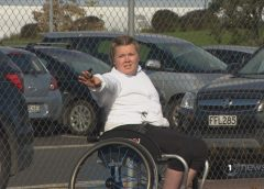 Auckland teen doesn't let wheelchair hold her back from umpiring her favourite sport – netball