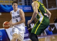 Promising Kiwi basketball player Sam Mennenga gets scholarship to attend Steph Curry's university